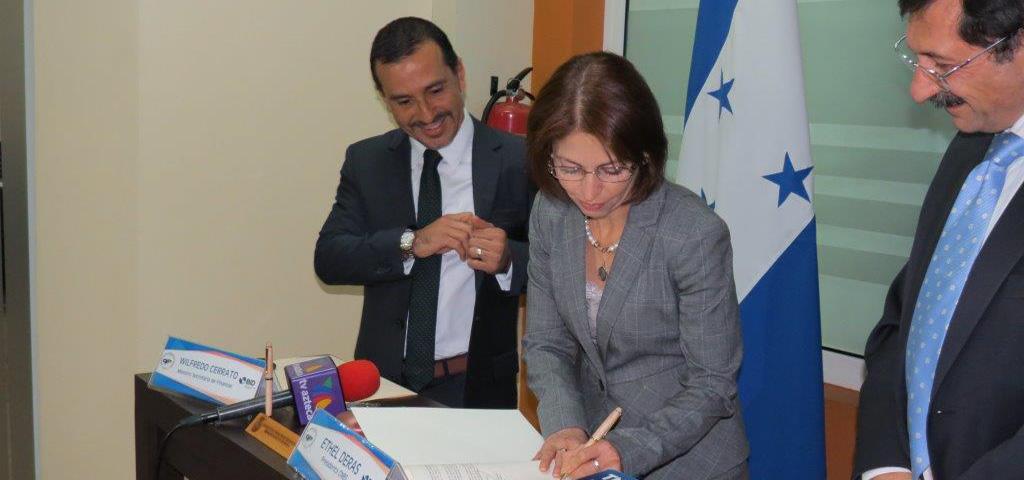 Se Firma Convenio con el BID para el Fortalecimiento de los Mecanismos de Supervisión de la CNBS